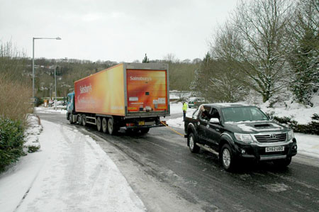 Toyota Hilux gets to grips in ice road truck rescue