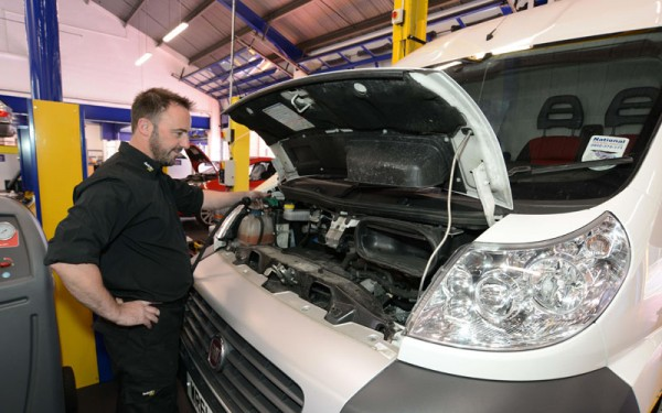 Kwik Fit van servicing