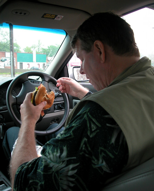 Eating_at_the_wheel