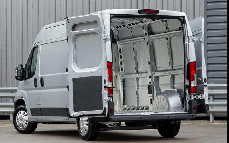 new peugeot boxer review business vans. Black Bedroom Furniture Sets. Home Design Ideas