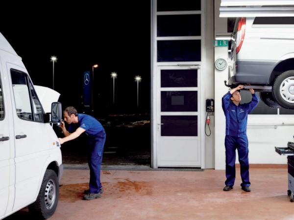 Mercedes, late, night, servicing,