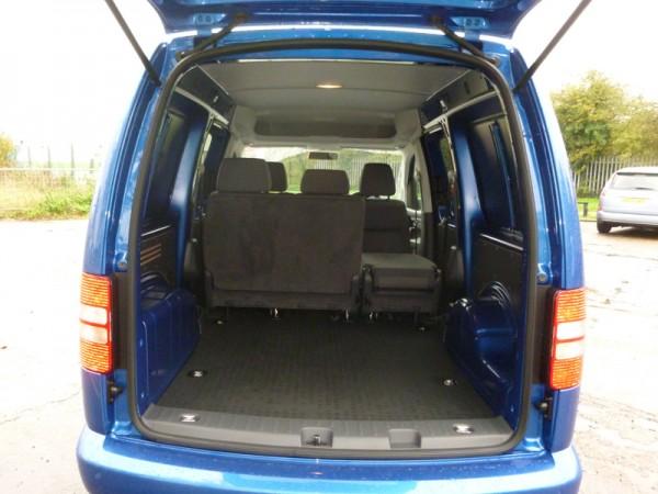 volkswagen caddy maxi kombi window van 1 6 litre tdi high quality practical van business vans. Black Bedroom Furniture Sets. Home Design Ideas
