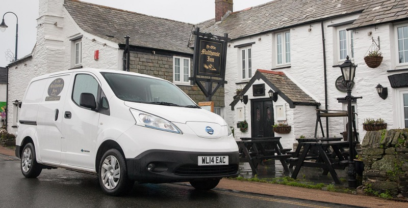 Festive Nissan E-NV200 - Tintagel - Ye Old Malthouse Inn - Cornwall-01