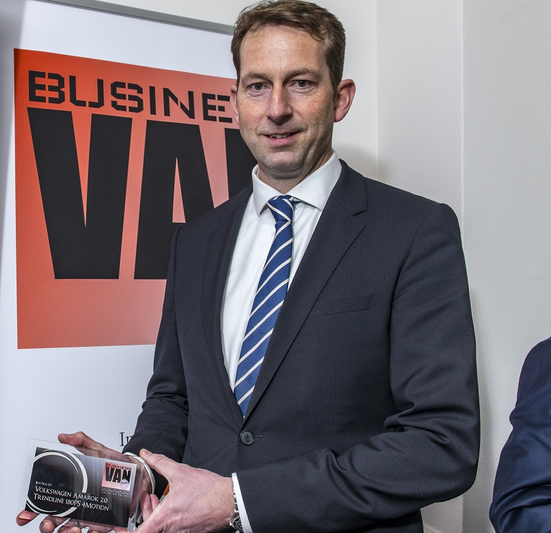 Carl Dohna, director of Volkswagen Commercial Vehicles, with the Best Pick-Up Award for Amarok