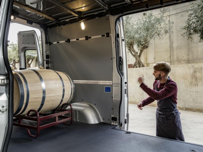 Third generation mercedes sprinter launches business vans for Mercedes benz sprinter rv service locations